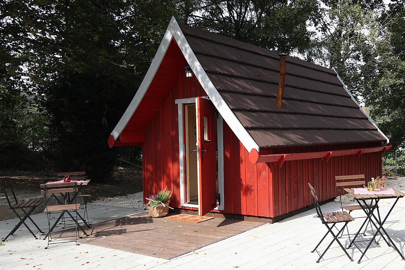 Trollhaus Rot außen