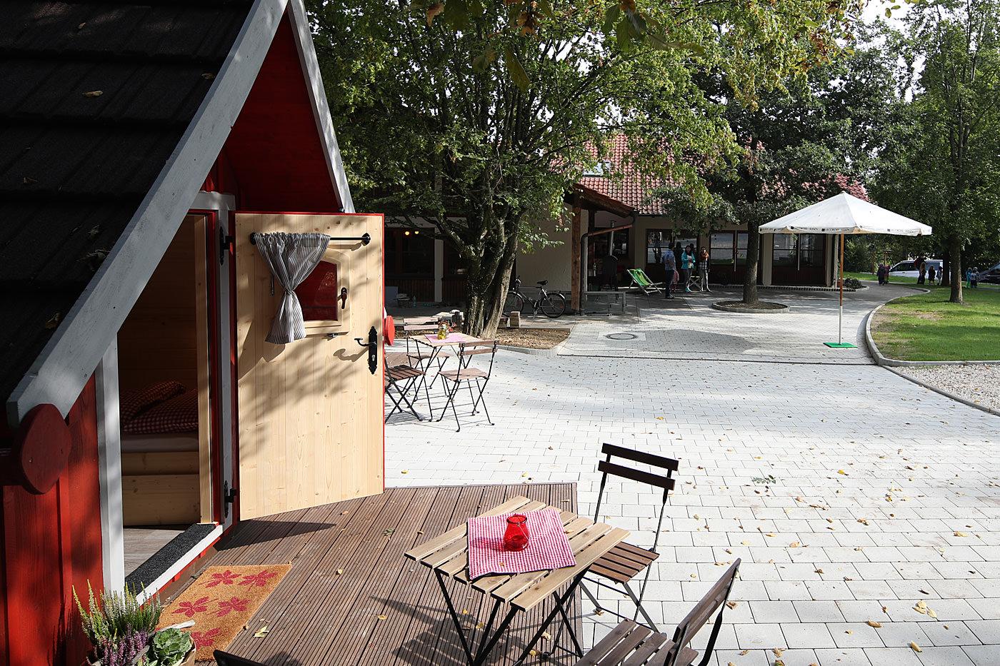 Trollhaus Rot Außenbereich